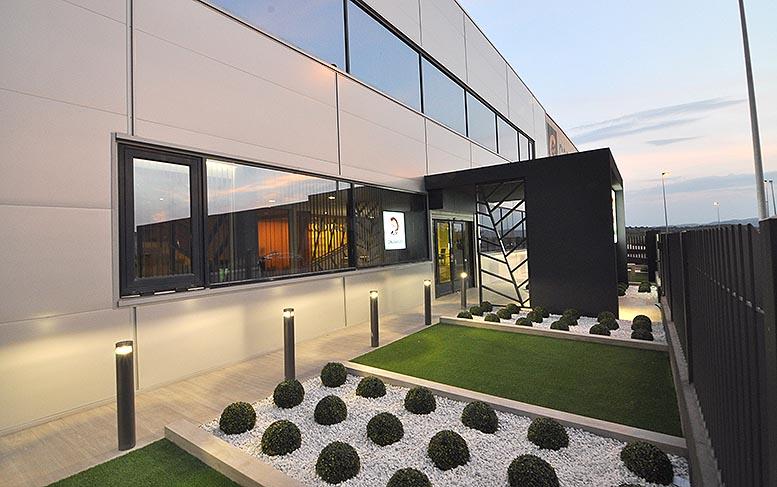 Codiagro redise a sus oficinas en su 40 aniversario for Cajamar valencia oficinas